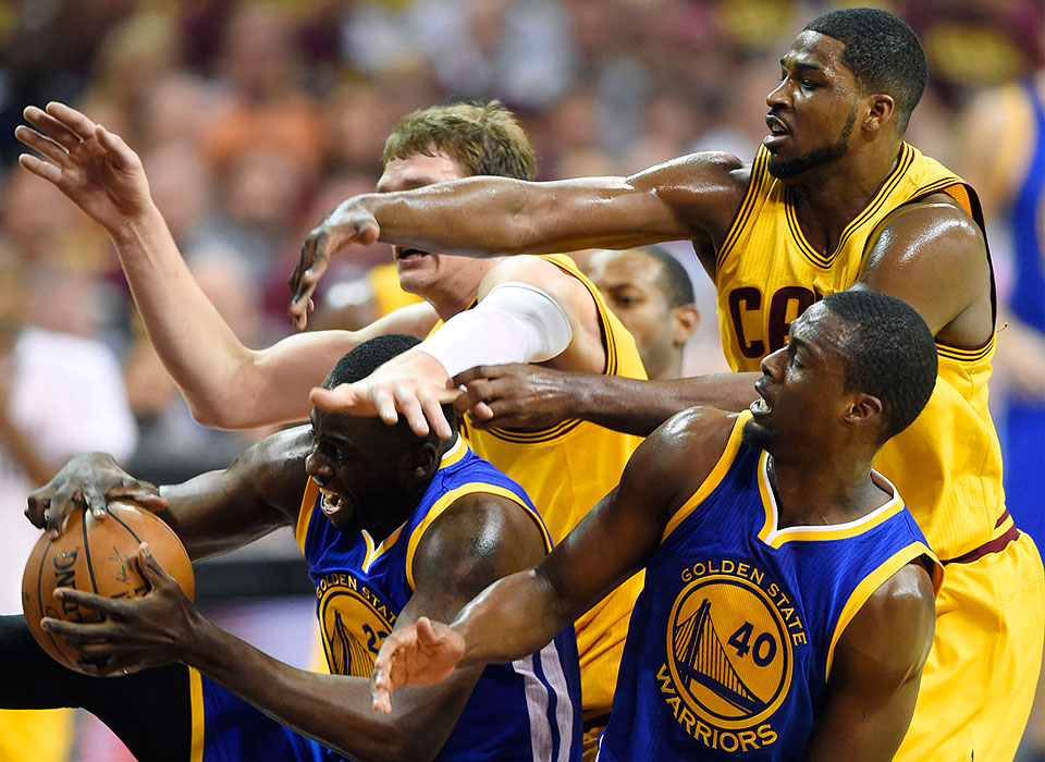NBA Finals: Warriors rout Cavs, 103-82; tie series 2-2 | Photos | GMA News Online