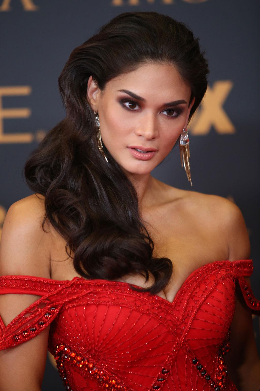 Pia Wurtzbach walks final red carpet as Miss Universe ...