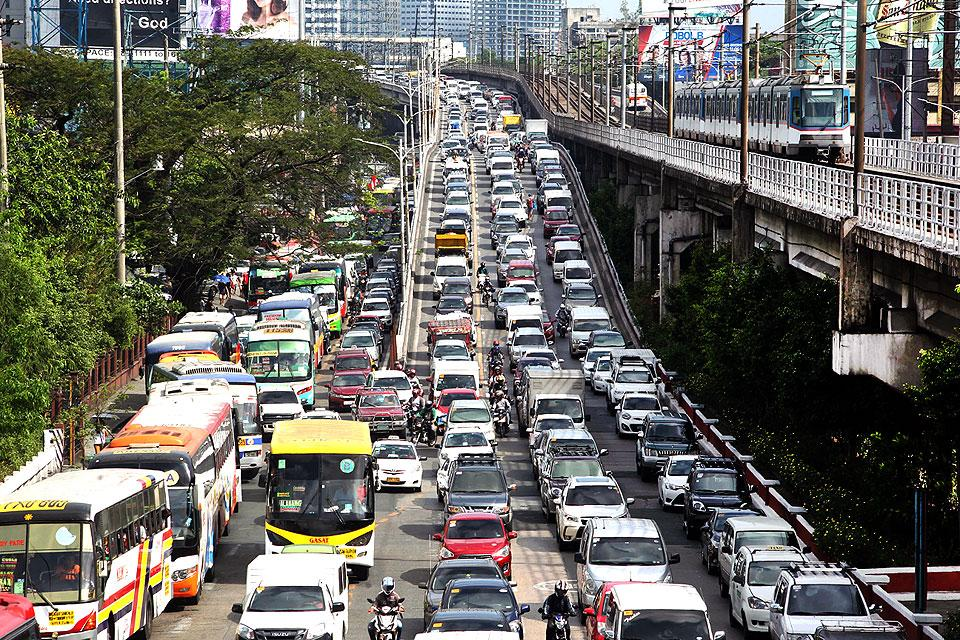DOTr takes in Singapore gov't to help ease Metro Manila
