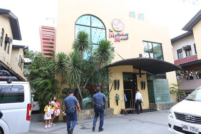 Because Of His Suious Movements Moments Before The Robbery Incident Security Guard Mabuhay Manor Hotel In Pasay City Will Be Under