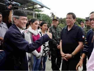 Duterte turns over two kidnapped policewomen to PNP's Albayalde