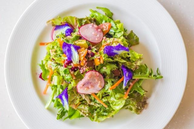 The Taza Salad has quinoa, beets (so sweet and fruity), wild arugula, farm-fresh romaine lettuce, cherry tomatoes, radish, and even dried mangoes from Cebu! The tangy tarragon and white wine vinaigrette brought all the flavors together without overpowering the flavors of each component.