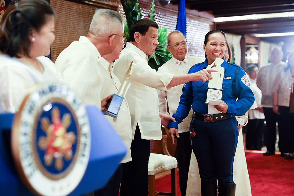 Duterte awards women in law enforcement, national security