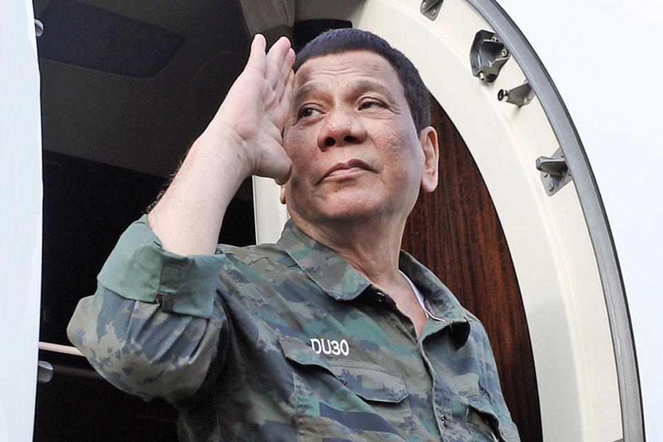 Duterte visits troops in Sulu