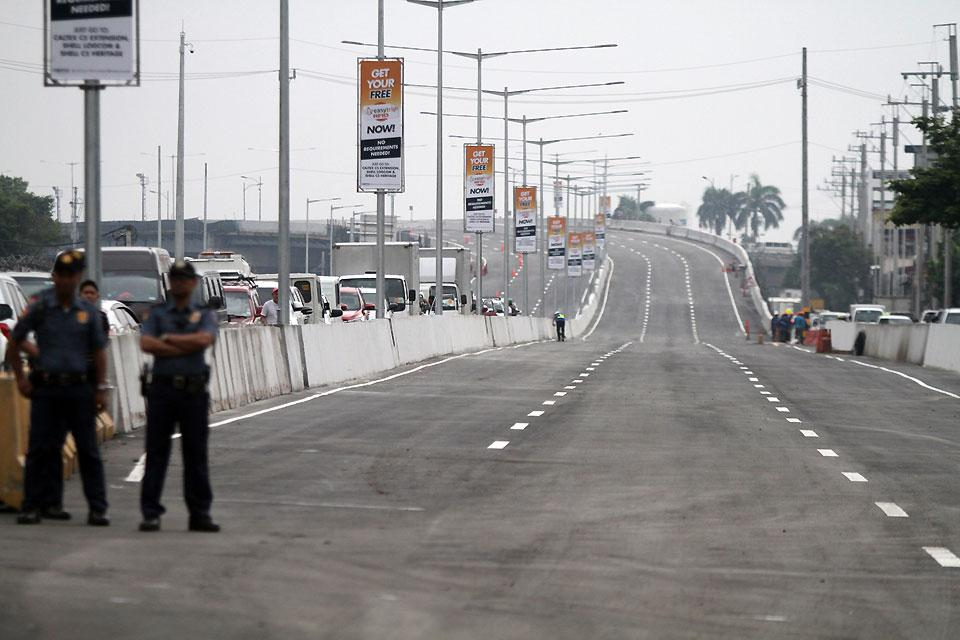 The Cavitex C5 link flyover in Parañaque City opens to motorists on Monday, July, 23, 2019. The P1.6-billion, 2.2-km section flyover which is part of the P11-billion 7.7-km-long expressway will provide motorists a new route, thus avoiding traffic chokepoints in the cities of Parañaque, Las Piñas, Pasay and Taguig.
