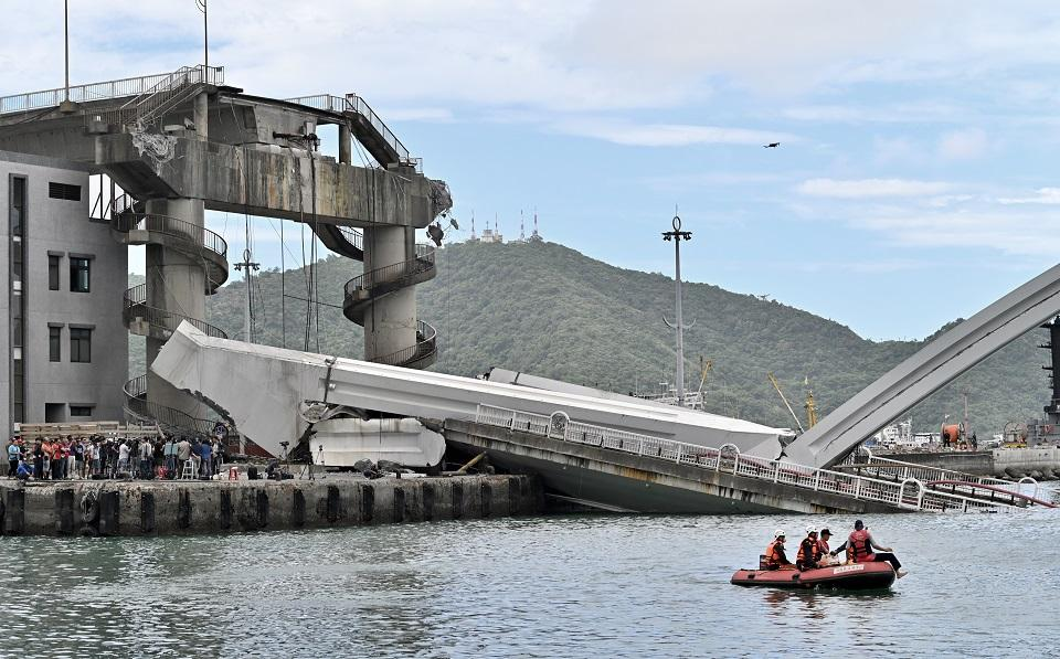 Taiwan bridge collapses, crushing boats, injuring several people
