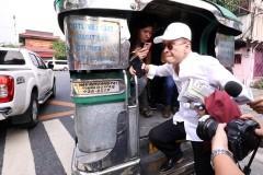 Panelo takes jeepney to Palace