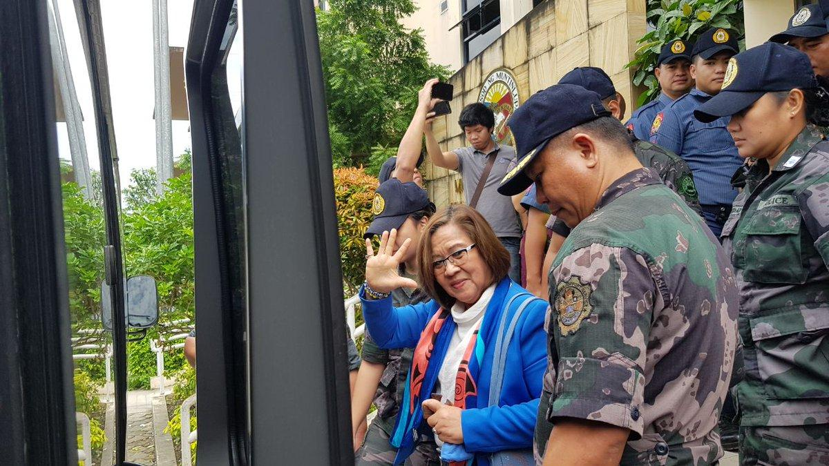 De Lima files bill to criminalize extrajudicial killings