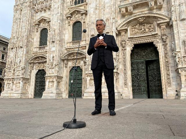 Andrea Bocelli sings live at Milan's Duomo Cathedral on Easter ...