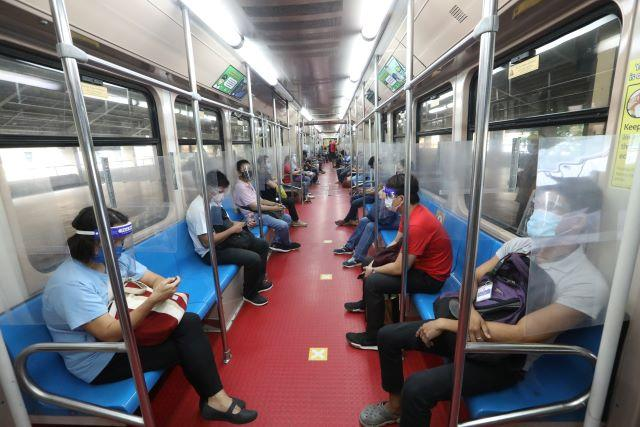 LRT1 passengers wear face shield on top of mask under GCQ