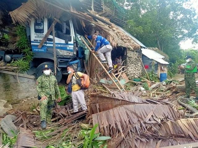 Gumaca, Quezon road crash