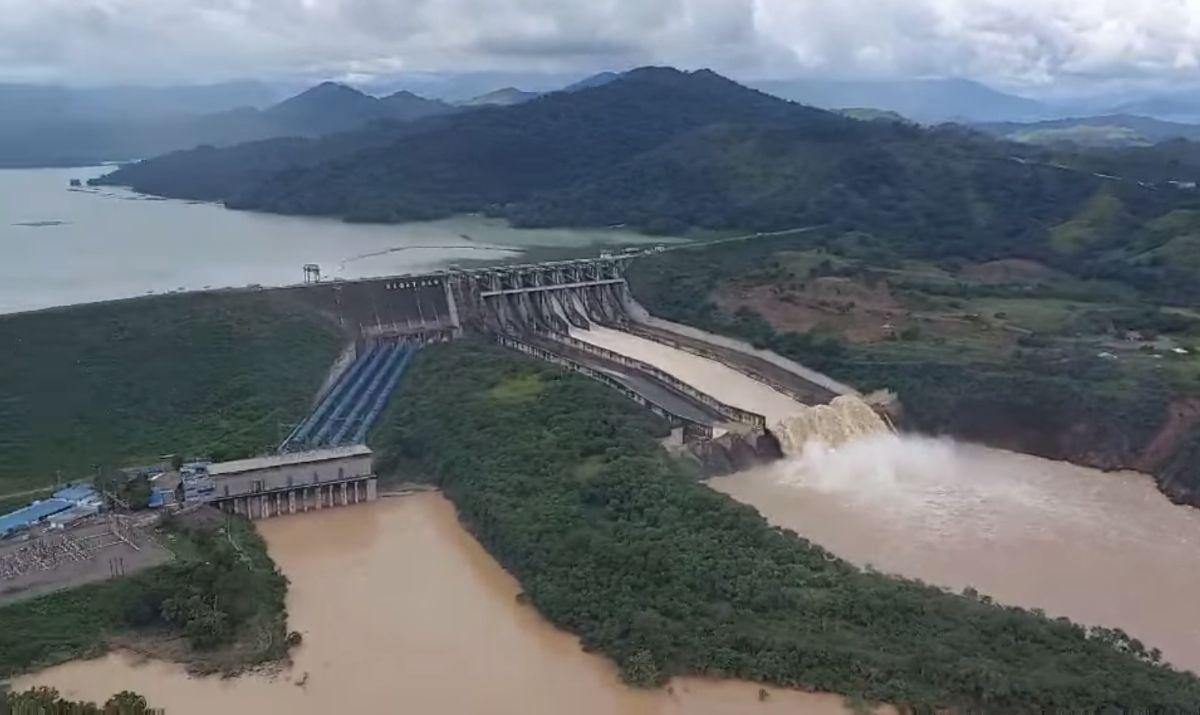 Magat Dam discharges water; residents warned of possible flooding