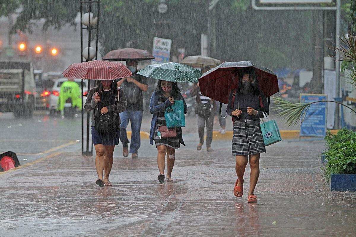 Streets flooded as southwest monsoon dumps more rain in Metro Manila, Luzon provinces - GMA News Online
